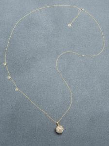 Bola argintiu cu bule suflate cu aur (lanț suflat cu aur)
