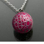 Bola roșu cu bule argintii (lanț argintiu)