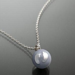 Bola gri cu piciorușe din argint (lanț argint)