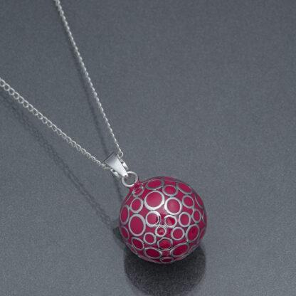 Bola fucsia cu bule argintii (lanț argint)
